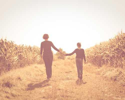 5 верных способов наладить отношения с повзрослевшей дочерью: что советуют психологи