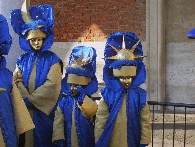 Знаки зодиака в костюмах