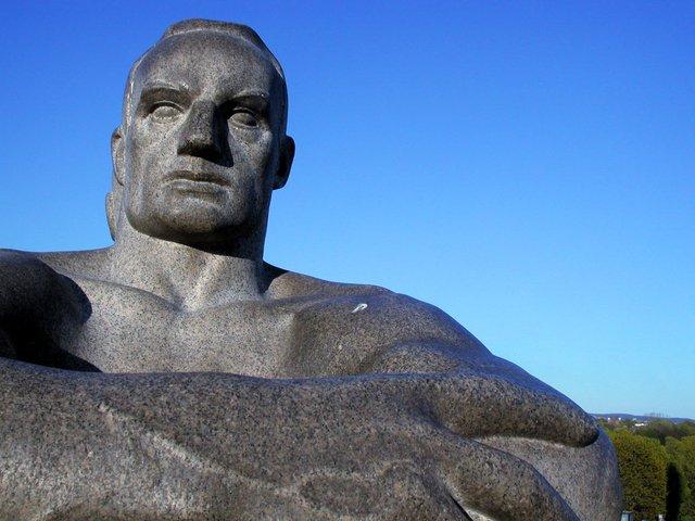 Каменный мужчина