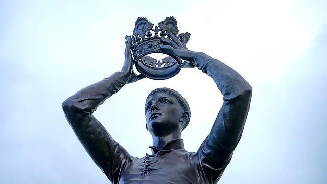 Мужчина с короной