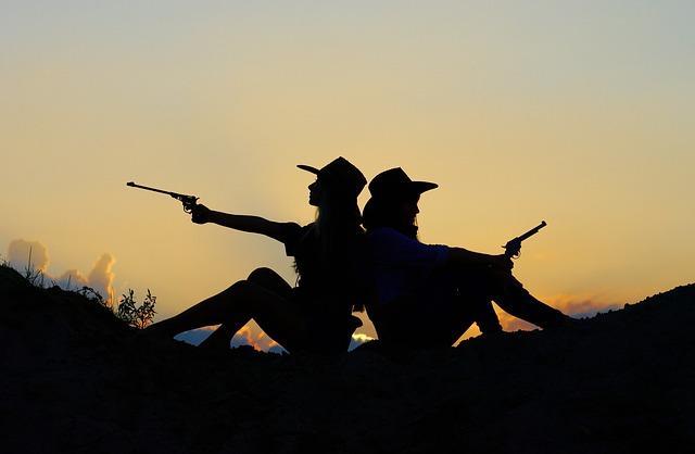 Сестры с пистолетами