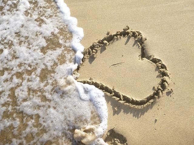 Волна смывает сердце