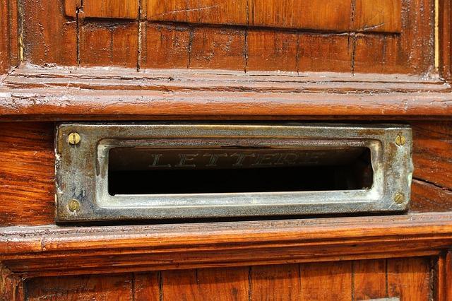 Прорезь для почты