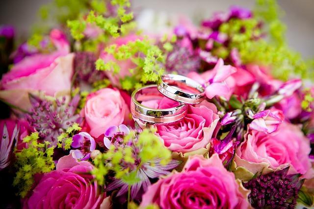 Свадебный букет с кольцами