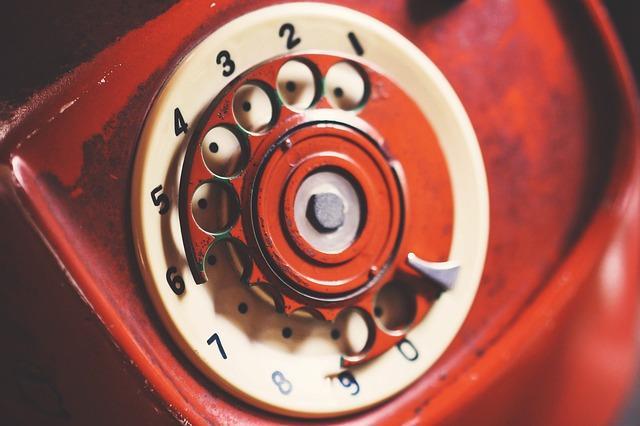 Телефон со сломанным диском
