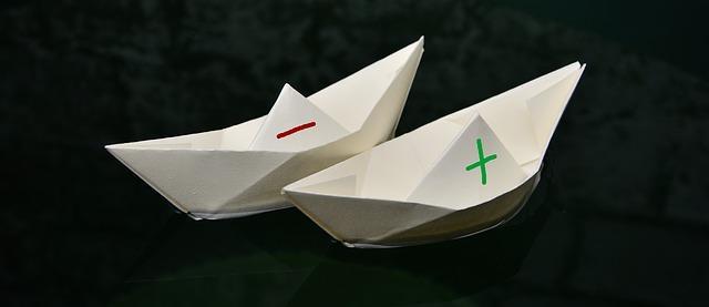 Бумажные кораблики с плюсом и минусом