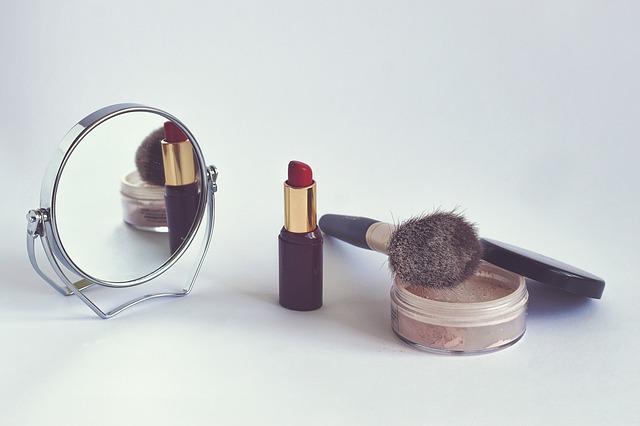 Зеркало и косметика