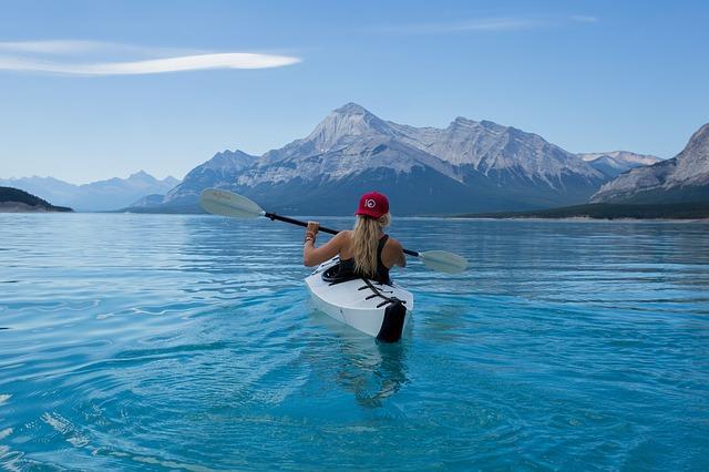 Девушка на каное