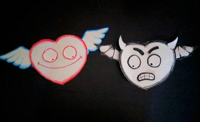 Два бумажных сердечка