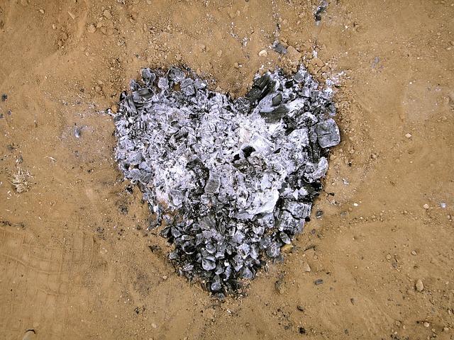 Сердце из сгоревших углей