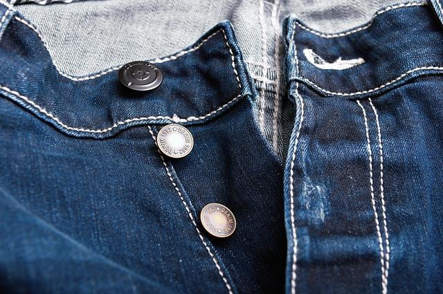 Расстегнутые джинсы