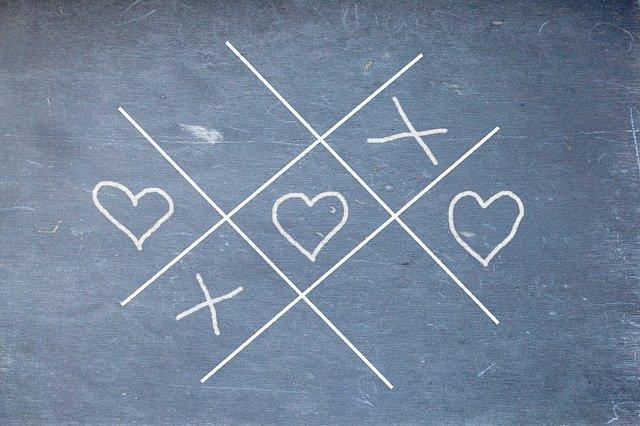 Крестики нолики с сердечками