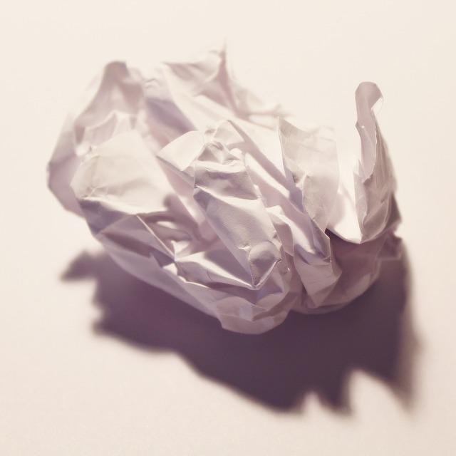 Комок мятой бумаги