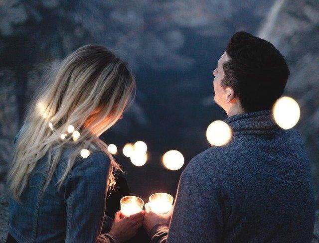Счастливые мужчина и женщина