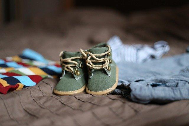 Детская обувь и одежда
