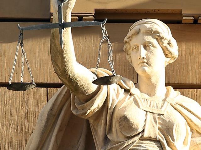 Статуя с весами