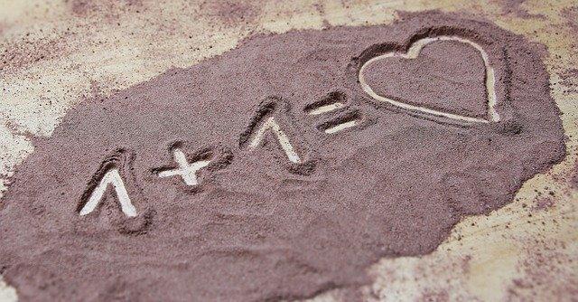 Рисунок на песке про любовь